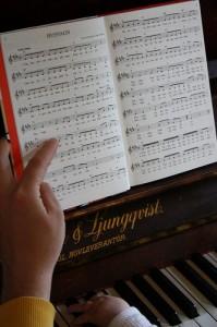 learn piano 199x300 Learn Piano
